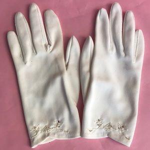 Vintage cream nylon gloves